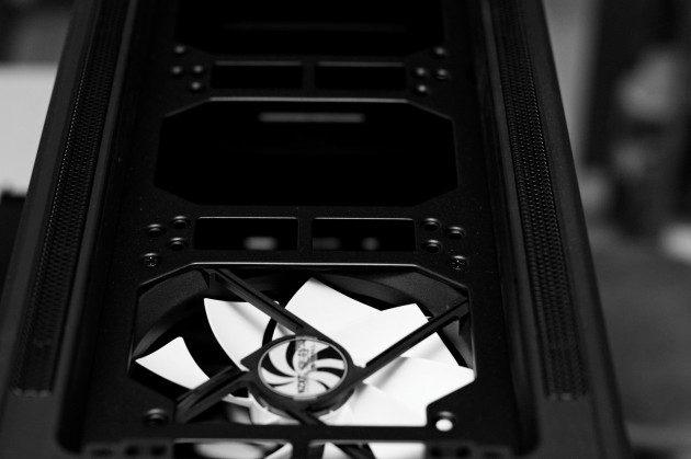 NZXT Switch 810 SE review. Top fan cutouts for triple radiators