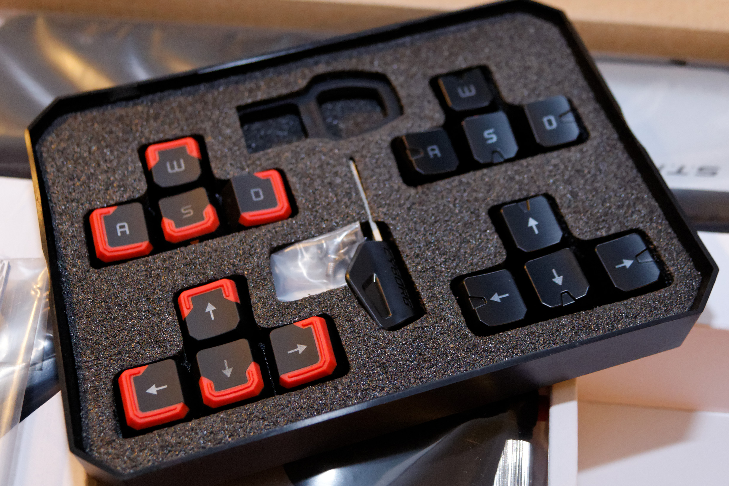 Mad Catz Strike7 Gaming Keyboard Is Totally Over The Top Madcatz Strikete Tournament Edition Strike 7 Keycaps